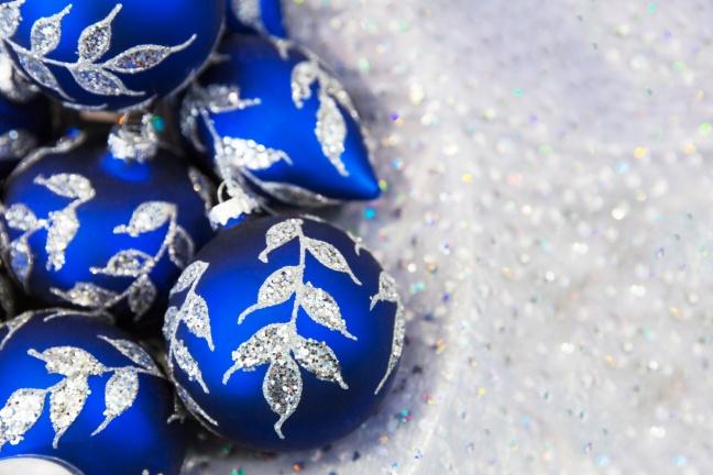blue-christmas-balls-1448214910psq